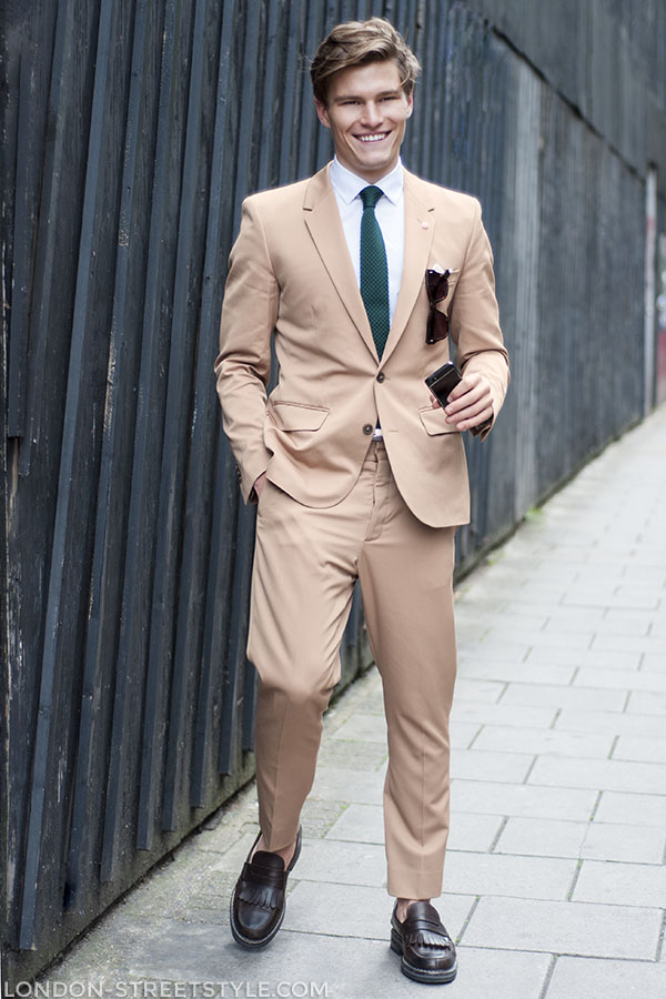 London Collections: Men Spring Summer 2014, fashion, street style,london streetstyle,fashion photography, fashionable, fashionista, street fashion, men's fashion, mensfashion, menswear, style, brown suit, brown loafers, green tie,oliver cheshire