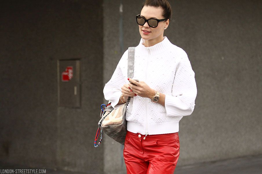 mid length, women's fashion, women's fashion week, Vogue Festival, Vogue Festival 2014, street style, autumn winter street style, fashion, street style, London street style, fashionista, street fashion, womenswear, silviu doroftei, trousers, red trousers, top, white top, sunglasses