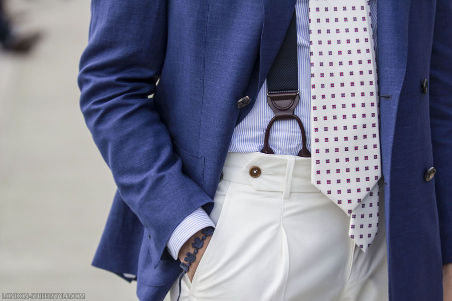 details, men's fashion, men's fashion week, Pitti Uomo, Pitti Uomo 2014, Pitti Uomo 86, po, fashion, street style, Italian streetstyle, pitti uomo streetstyle, pitti uomo 86 streetstyle, fashionista, street fashion, menswear, gentleman, stylish gentleman, blazer, men's blazer, navy blazer, trousers, white trousers, men's trousers, tie, white tie, london streetstyle, london-streetstyle.com, silviu doroftei