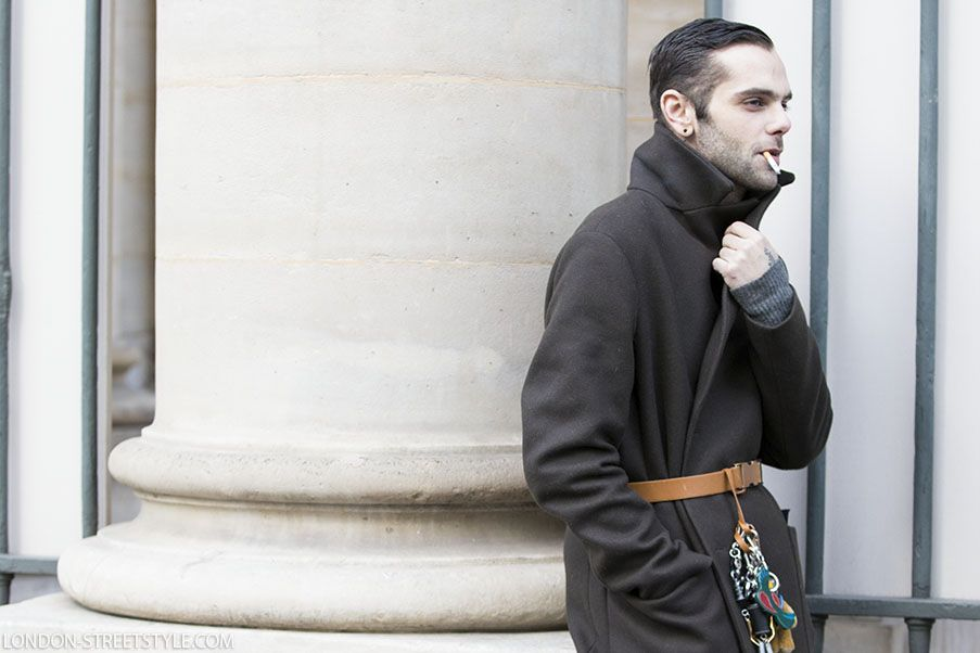 mid-length half, men's fashion, men's fashion week, Paris Fashion Week, Paris Men's Fashion Week, Paris Men's Fashion Week 2017, autumn winter, street style, men's streetstyle, Paris Men's Fashion Week street style, autumn winter street style, fashion, Paris street style, Paris Fashion Week streetstyle, fashionista, street fashion, menswear, Kolor, silviu doroftei, coat, green coat, men's coat, belt, men's belt, brown belt